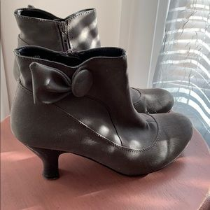 ✨ 3 for $25✨8.5 Aliso gray booties